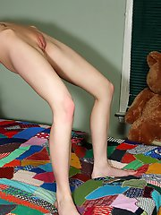 Kelly Klass Shows Off Flexibility Before Spreading to Reveal Cervix � 9/13/2011